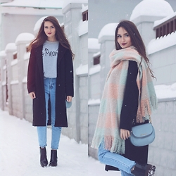 Sasha Shcherbakova - Sweatshirt, Shein Coat, Chicwish Scarf - Black+Grey again