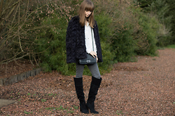 Manon B -  - Faux fur