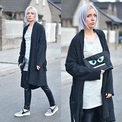 Nena F. - Esprit Monster Clutch, Zara Slip On - Easy oversized