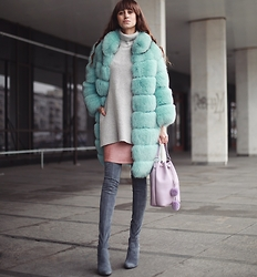 Tina Sizonova - Grafea Bucket Bag - Colored Fur