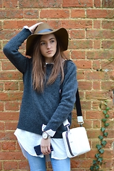 Sophie C - H&M Wool Hat, Yves Saint Laurent Knitted Jumper, H&M Long White Shirt, Primark Jeans, Everwrist Silver Mesh Watch, Marks & Spencer White Croc Effect Bag - Yves Jumper