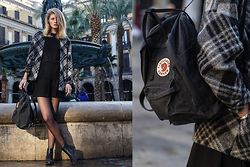FRIDOANDLENN - Esprit Wool Jacket, Zara Shirt, H&M Basic Skirt, Zign Black Chelsea Boots, FjÄllrÄven Backpack - AT PLACA REIAL