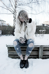 Joicy Muniz - Forever 21 Coat, H&M Gloves, Ocean Fashion Jeans, H&M Case, Cndirect Creeper - Destroyed Jeans