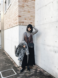 ERIKA N - Zara Faux Leather Cami, Zara Wide Leg Pants, Monki Faux Fur Coat, H&M Bag, Dr. Martens Chelsea Boots - Mood