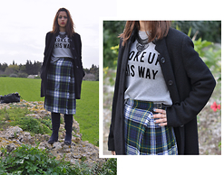 Linda Pavlovic - Dresslink Ethnic Necklace, Pull & Bear Woke Up This Way, Green Land Boots, Etsy Kilt - Nova Scotia