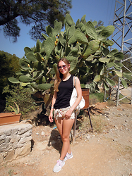 Kristina K-ak - Bershka Short, Nike Sport Schoes, Nike Bag - Turkey Holidays - Green Canyon