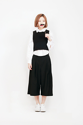 Aime Toi - White Shirts, Black Wide Pants, Nike White Sneakers, Black Sleeves - Wear white shirts #1