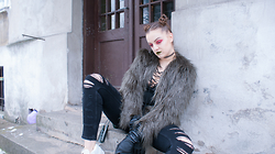 Agata Nika - Zara Ripped Jeans, Zara Khaki Fur, Zara Knitwear - I've got demon in my eyes
