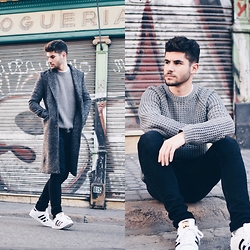 Joaquin Saldaña - Sammydress Coat, Pull & Bear Sweater, H&M Jeans, Adidas Sneakers - Vintage Grey