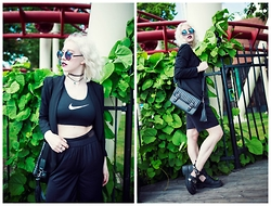 Mikaela Höök - Nike Top, H&M Blazer, Gina Tricot Shorts, Zara Bag, Jeffrey Campbell Shoes - BLACK + BLACK