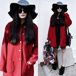 Anna Garavello - Cvg Wool Hat, Thrifted Wool Coat, H&M Basic Black Top, Pinokkio Tulle Skirt, Eco Leather Bag, Essexglam Creepers Triple Sole, Skull Travel Bag, Trendsgal Moon Necklace - Redness VOL.3