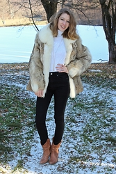 Enikő S. - Vintage Fur Coat, Reserved Turtleneck Sweater, Stradivarius High Waisted Jeans, F&F Long Necklace - Baby, It's cold outside