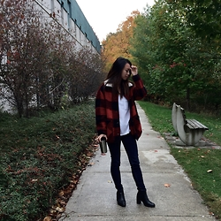 Jojo Beanz - Aritzia Plaid Jacket, Aritzia White Tshirt, J Brand Black Jeans, Topshop Black Booties - FALLing For You