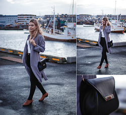 Dagbjört Eilíf - Zara Gray Coat, Six Black Purse, Zara White Tank Top - Dressed to impress