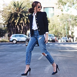 Andrea Nahle - Outfit Details On My Blog - NAVY BLUE