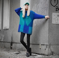 Ebba Zingmark - 2hand From Flea Market In Berlin Knitt, Henry Kole Shoes, Lacoste Cap, Monki Pants - GEOMETRIC