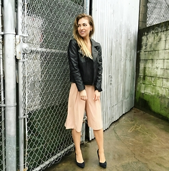 Christie Lohr - Minimum Leather Black Bomber, Hollywood Boutique Light Blush Palazzo Pants, Le Chateau Black Suede Pumps - RTW Ready To GO