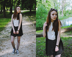 Ieva Skultinaite - Thrift Store Shirt, H&M Skirt, Converse Sneakers, Bershka Vest - Girly & Vintage