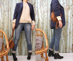 Artemis Leblog - Christine Laure Navy Blue Jacket, Zara Jumper, H&M Blue Jeans, Stradivarius Black Boots, Zara Kids Fringed Bag - Attrape tes rêves !