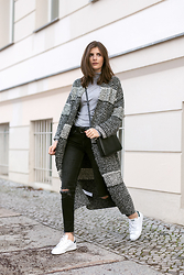 Valerie Husemann -  - Long Knit Coat and Sneaker