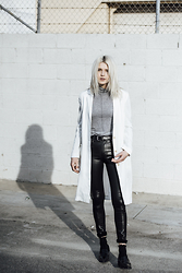 Rima Vaidila - Aritzia White Linen Jacket, Citizens Of Humanity Waxed Skinny Jeans - Sunny