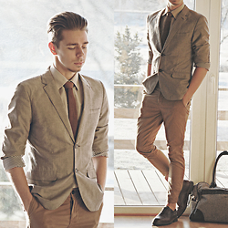 Edgar - H&M Grey Suit Blazer, H&M Camel Colored Chinos, Brown Leather Oxford Shoes, Primark Grey Holdall Bag, Primark Cream Colored Shirt, Brown Cotton Necktie - DAYS GONE BY // See More In Description