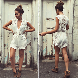 Friend in Fashion * - Spell Byron Bay Lace, Jeffrey Campbell Shoes Biker Boots, By Jasmin Wanderlust Necklace - SUMMER ROMPER