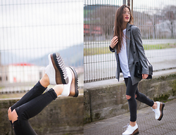 INGRID BETANCOR - Olé Morena White Blucher Shoes, H&M Ripped Black Skinny Jeans, Zara Oversized Grey Blazer, Oversized White T Shirt, Zara Quilted Black Shoulder Bag - B&W STREETS!