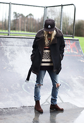 Daniella Robins - Topshop Ripped Jeans - Weekend Ready In Ripped Jeans & Knitwear