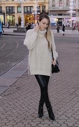Sonja Kovac - H&M Oversized Sweater, Liu Jo Bag, Zara Leggings, Sam Edelman Boots - OVERSIZED SWEATER