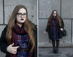 Sophie Soft - H&M Scarf, Topshop Coat, Monki Dress, Mango Bag, Mango Boots - Blueberry