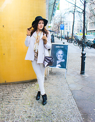 Melli DeLaVie - Asos Hat, Scarf, Promod Glove, Zara Jacket, Missguided Jeans, Clutch, H&M Shoes - Classy Winterlook @Udo Walz Berlin