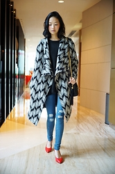 Jenn Su - Drex Fable Big Coat, Drex Fable Swearter, Chanel Bag - Geometry Ensemble