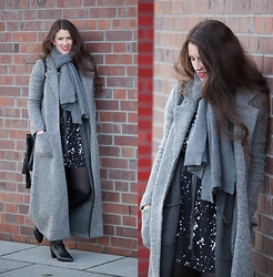 Ela Ewa - Natalia Siebuła Dress, Zofia Chylak Bucket Bag - Long coat