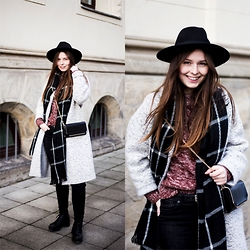 Laura - Zara Coat, H&M Hat, C&A Bag, New Look Scarf, C&A Pullover, Monki Jeans, Vagabond Shoes - Cozy Casual Day