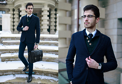 Artem Arutyunov - Massimo Dutti Pants, Loake Brogues, Gerard Henon Bag, Massimo Dutti Blazer, Massimo Dutti Sweater, Daniel Wellington Watch, Ray Ban Glasses - Winter in Moscow