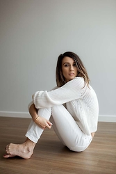 Elise Gabriel - H&M White Chunky Sweater, Levi's® White Skinny Jeans, Vita Fede Gold Bangle Bracelet - Accidentally Jetset: All White Cosy in San Francisco
