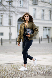 Valerie Husemann -  - Comfy an chic with a bomber jacket