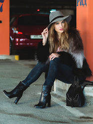 Julia Novik - Soorty Jeans - Fur coat