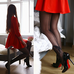 Ariadna M. - Red Dress - Seamed tights