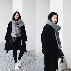 SCHWARZER SAMT - H&M Belted Coat, Topshop Scarf, Tom Tailor Woolen Sweater, Monki High Waist Jeans, Nike Roshe Runs, Pieces Bucket Bag - Casual in black & grey