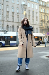 Liva Bambale - Reserved Camel Coat, Converse Blue, Blue Oversized Jeans, H&M Striped Top, Ray Ban Round Ray Ban Sunglasses - HIGHER LOVE