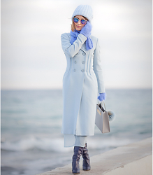 Galant-Girl Ellena - Balenciaga Shopper Bag, Asos Coat - Feeling Blue.