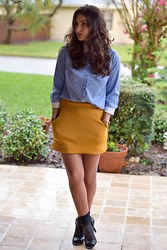 Katerina Maurtua -  - Working Girl in a Mini Skirt