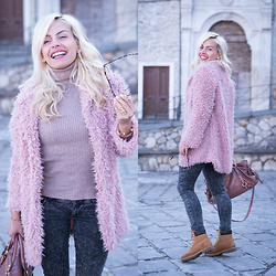 Eleonora Petrella - Sheinside Pink Faux Fur Coat, Sheinside Pink Turtleneck Sweater - Happy in a pink faux fur coat