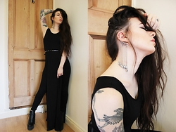 Bex Fisher - Long Slit Smock Dress, H&M Thin Stud Belt, Reveal Skull Drop Ear Cuff, High Waist Leggings, Truffle Chunky Platform Boot - Grecian Goth