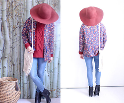 Artemis Leblog - H&M Burgundy Hat, Promod Flowered Vest, H&M Fringed White Bag - Bleu blanc rouge