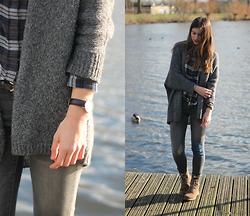 Luna G. - Summum Woman Cardigan, Custommade Flannel, Zara Jeans, Timberland Boots, Daniel Wellington Watch - A sunny afternoon