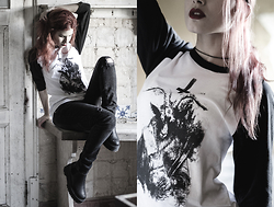 Ana Mendes - Macabre Black And White Half Sleeve Raglan - 2nd