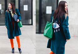 Thythu NGUYEN - Carmakoma Green Coat, Uniqlo Orange Legging, Louis Vuitton Noé Bag - Menswear PFW day 3